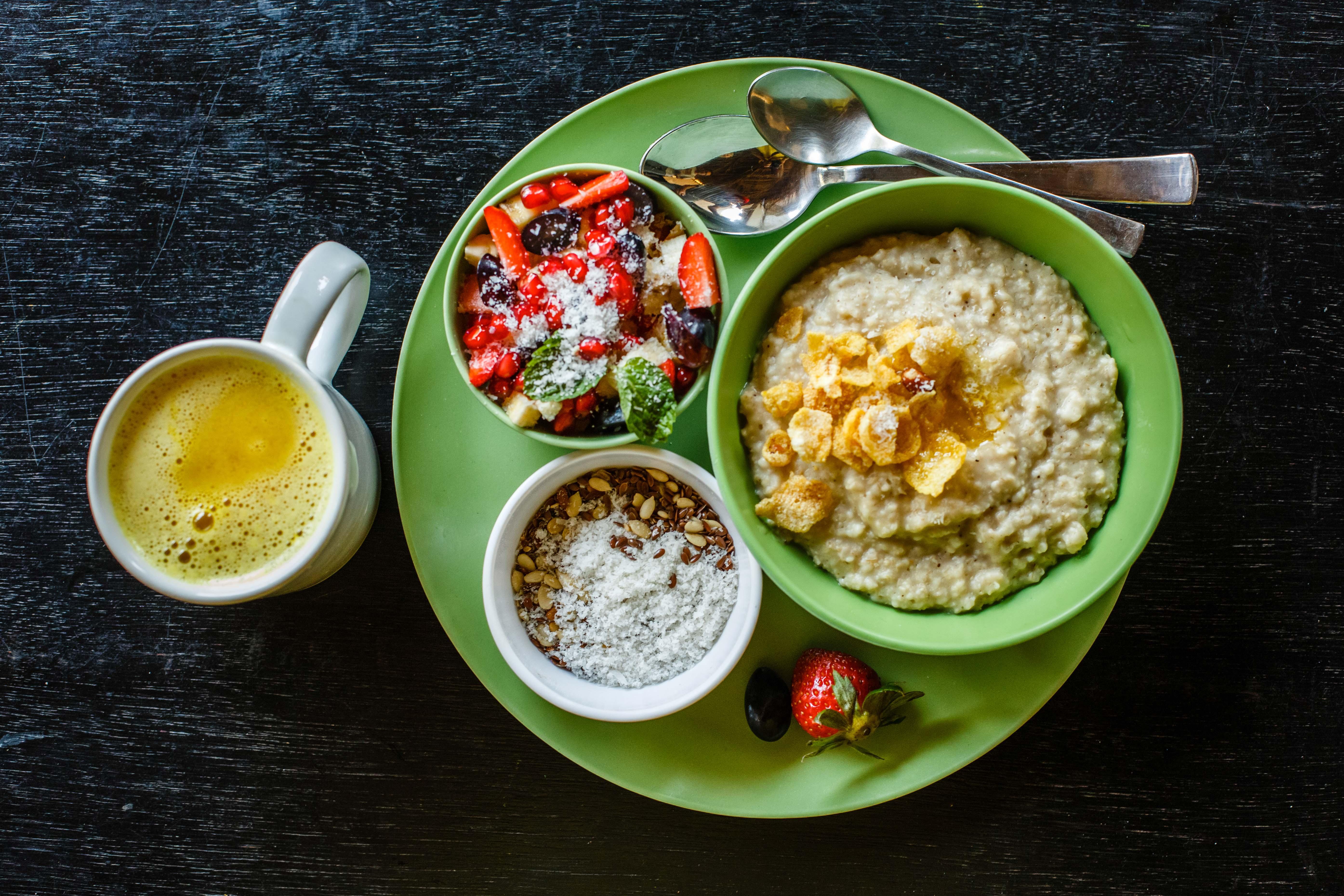 Porridge breakfast set serving