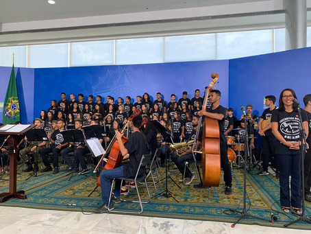 Petecão prestigia apresentação do Coral do Conservatório Musical do Vale do Juruá no Planalto