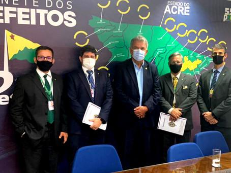 Petecão e Exército discutem reforma do aeroporto de Santa Rosa e instalação de Pelotão em Jordão