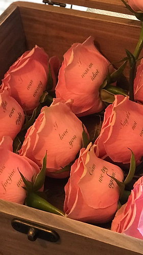 The Lifesaver - A dozen personalised roses