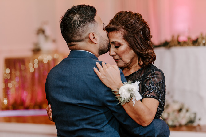 grooms first dance with mom