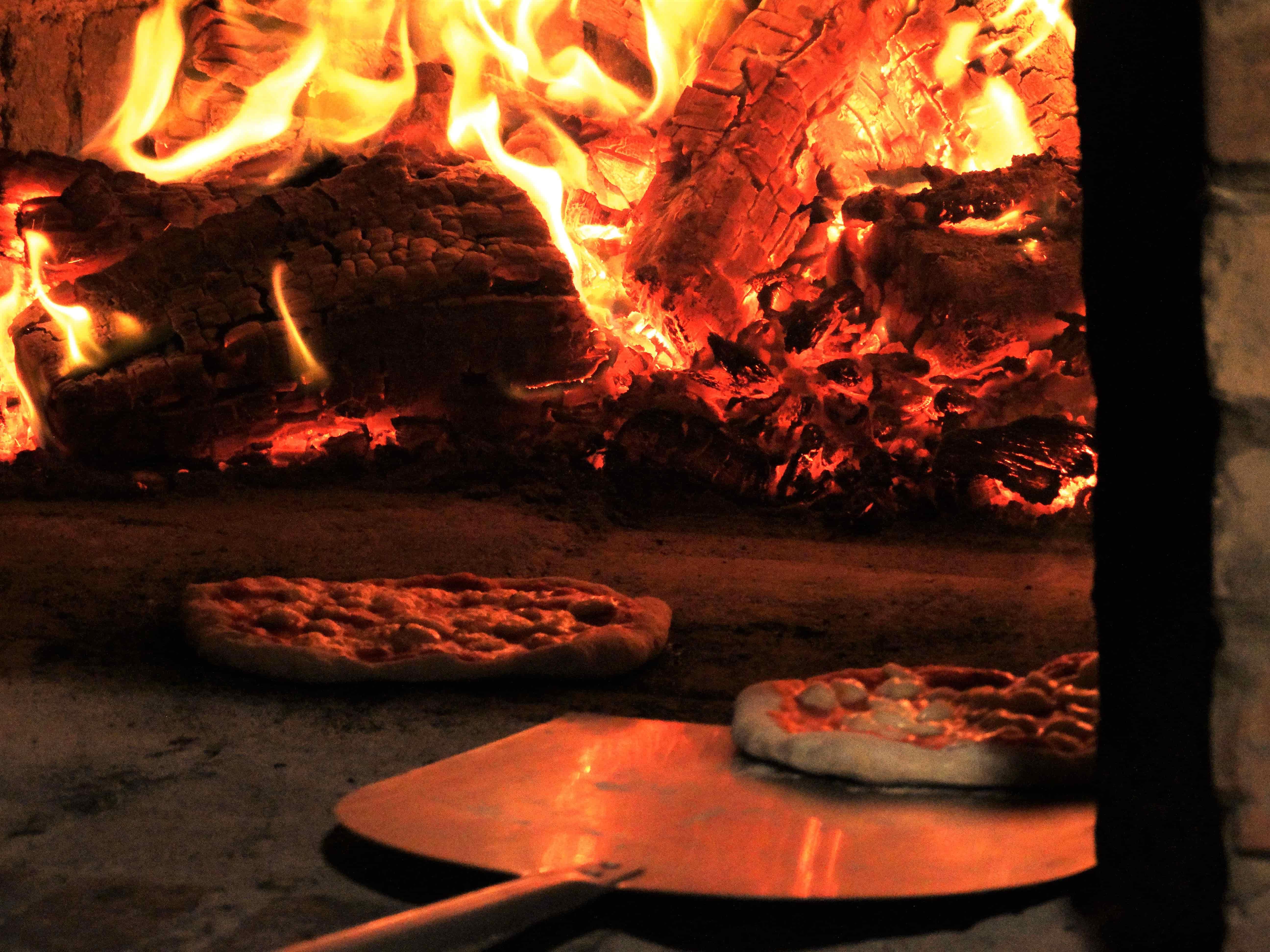 foto pizzeria forno a legna