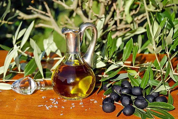 Attrezzature per la raccolta e la conservazione dell' olio