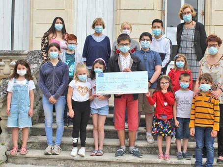 L'ensemble scolaire Saint-Pierre fait un don au Secours Populaire