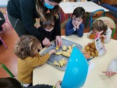 Préparation de la soupe en maternelle