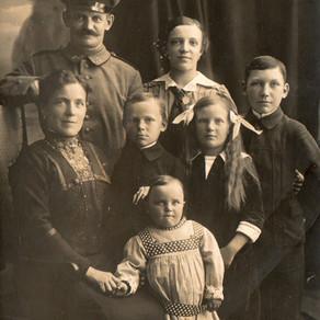 Landsturmmann, Frau u. Kinder 1914