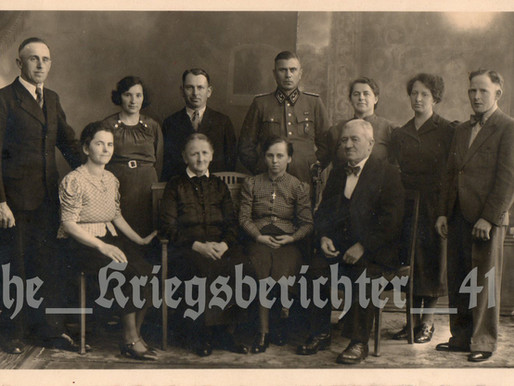 Zollnspektur in the Zollgrenzschutz with his Family
