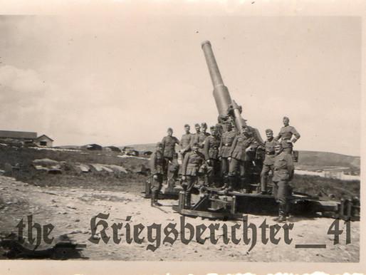 Kanoniers around a 24 cm Haubitze M.39 Heavy Artillery