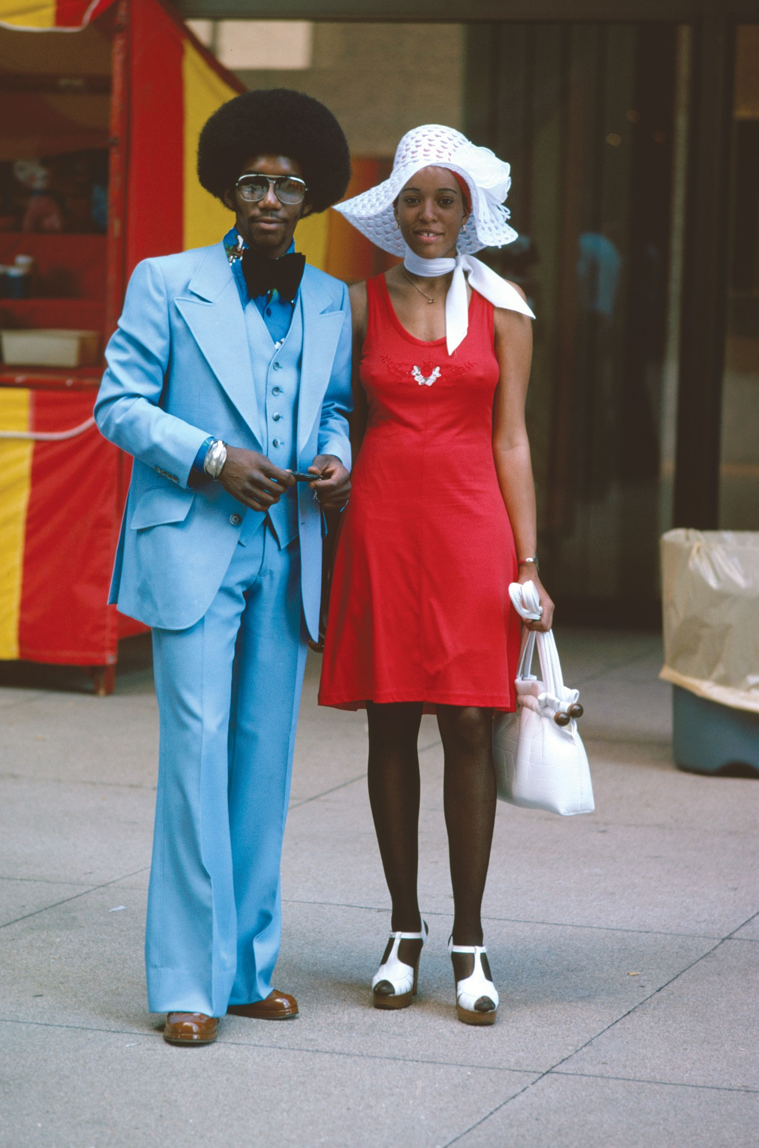 Well_dressed_couple,_Michigan_Avenue,_Ch