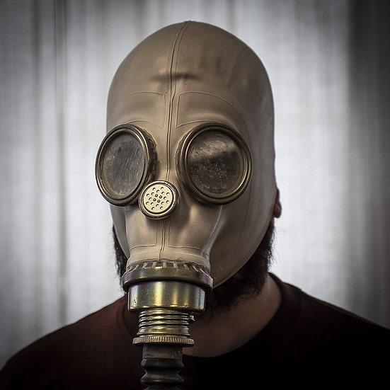 Polsk skyddsmask / gasmask MP-3 med filter, slang och väska