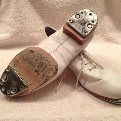 Split Sole Clogging Shoes