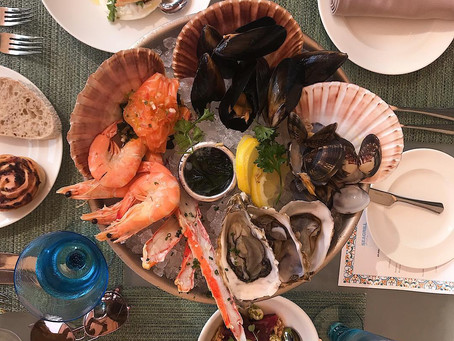 A seafood brunch on the Palm? Yes please