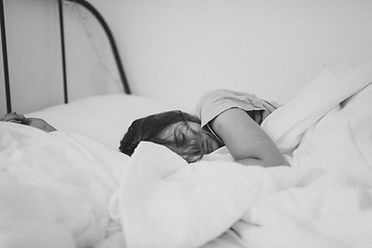 ベッドの女性