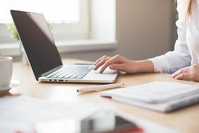 Travail de rédaction sur ordinateur