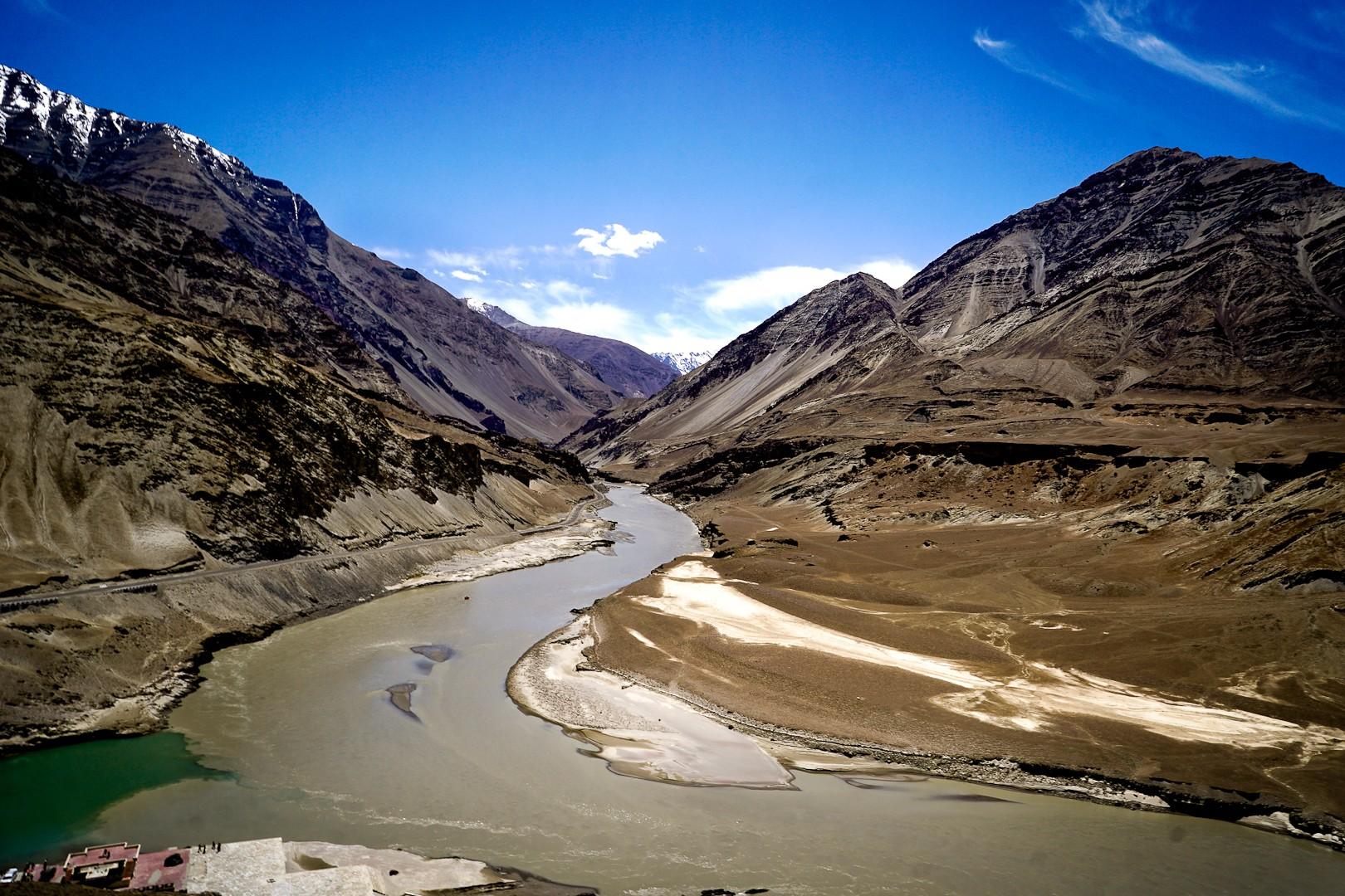 Sangam. Zanskar łączy się z Indusem.