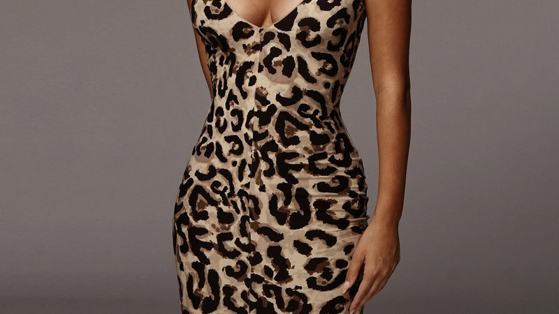 Hugcitar 2020 Leopard Print Sleeveless  Sexy Midi Dress Spring Women Fashion
