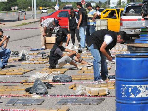 Liberan a acusado de llevar 800 kilos de droga