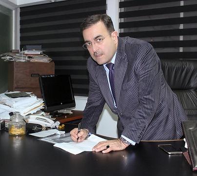 Abogado Ricardo Moreno en su oficina.