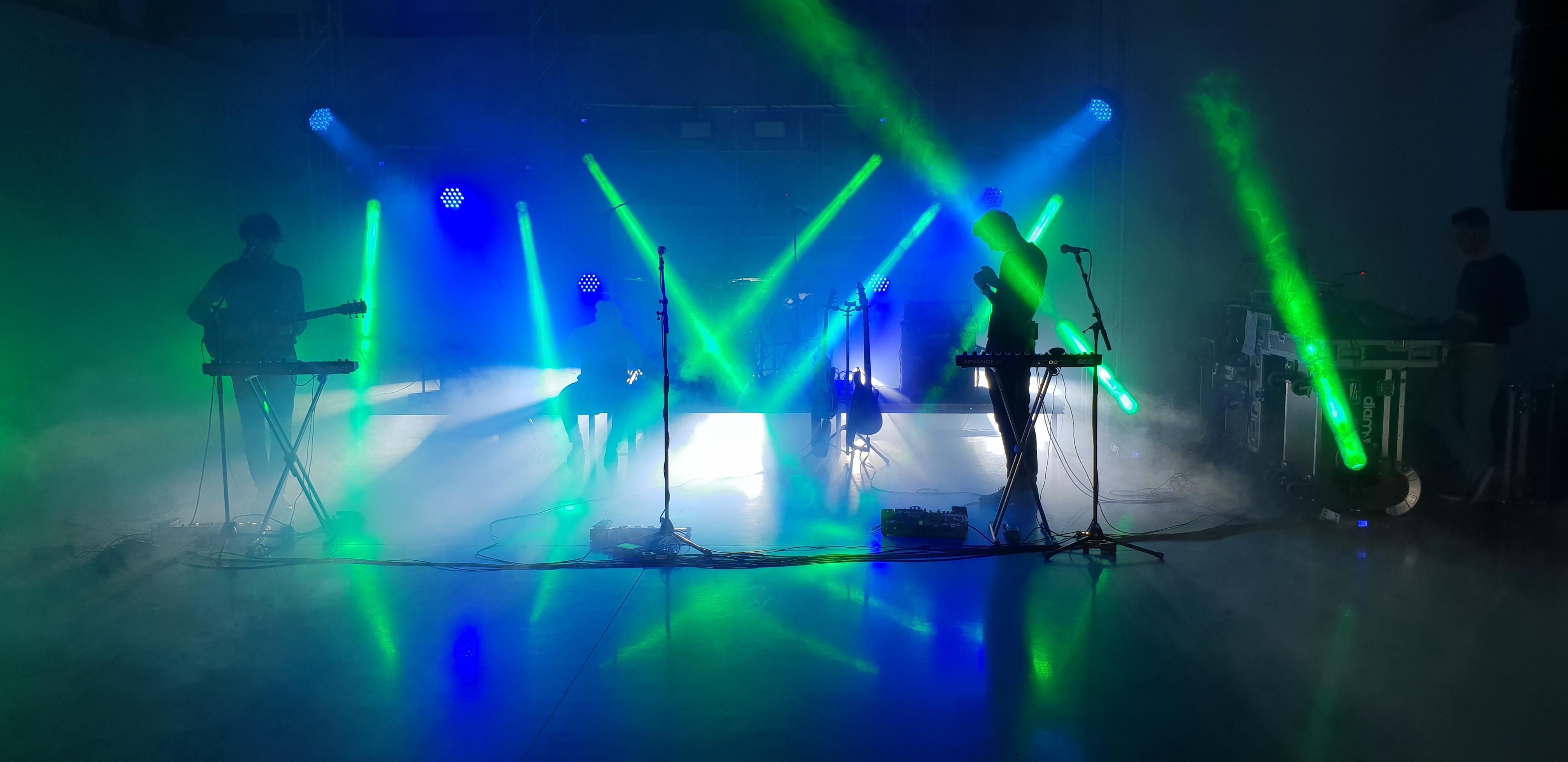 Band_på_scenen_green_light