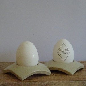 Egg cup White speckle