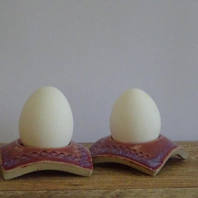 Egg cup Maroon
