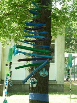Bleu dans les arbres