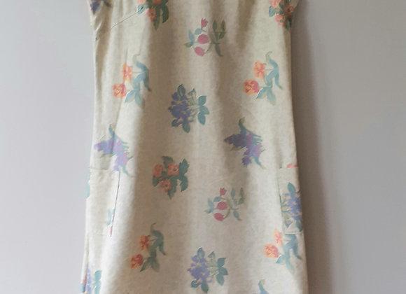 Robe droite (M) à énfiler. Verte sauge clair florale