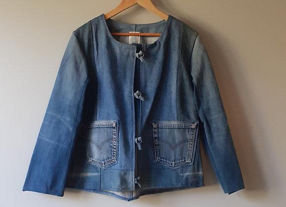 Veste col rond en jean recyclé.