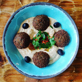 Home made fresh falafel and hummus 🥗_..