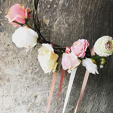 Bloemenkrans bohemian stijl wit roze rozen satijnlint