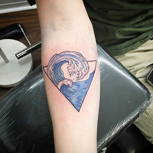 #wavetattoo #ladytattooer #art #tattooart #tattooideas #tattooide #giftideas #giftideaforher #giftid