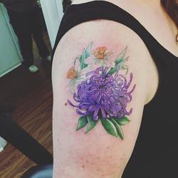 #feelinglucky #ladyluckat608 #ladytattooer #momdaughter #birthflowers