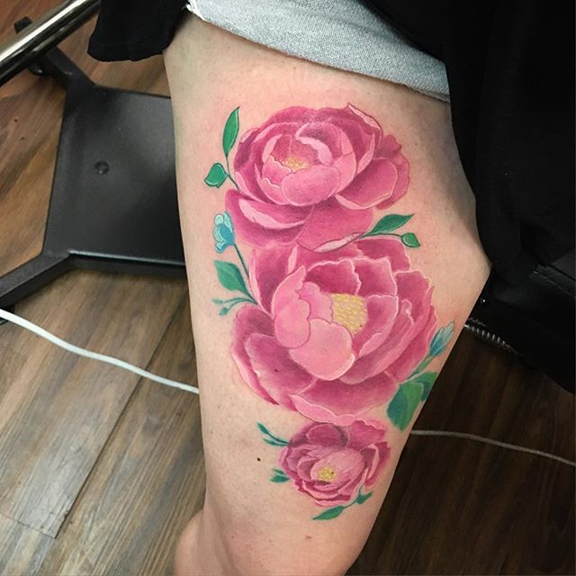 #peonies #peonytattoo #tattoo #tattooideas #ladytattooer #legtattoo #inkedgirls #inkedchick #inkbabe