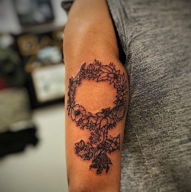 #linearttattoo #flowertattoo #ladytattooers #tattooart #bdts #beardeddragontattoostudionj #haterproo