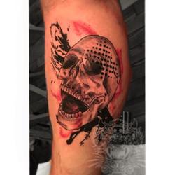 Piece from the weekend #trashpolkatattoo #trashpolkaskull #ladyluck608 #ladytattooer #tattooideas