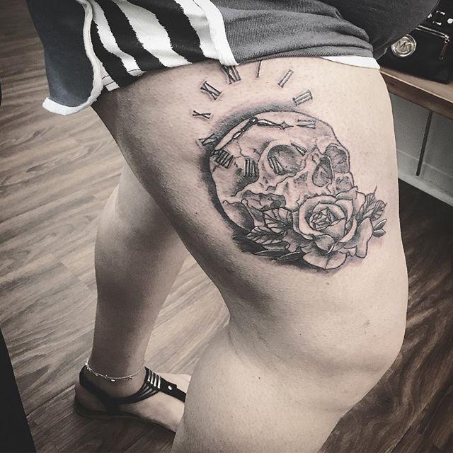 #ladyluckat608 #ladytattooer #feelinglucky #goodvibesonly #inmemoryof #buenavida #skulltattoo