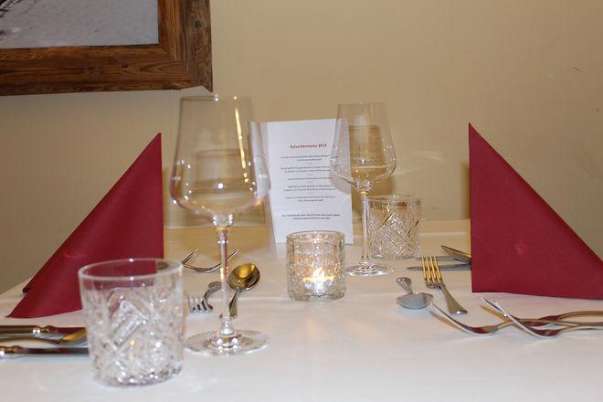 2er Tisch mit Menu.JPG