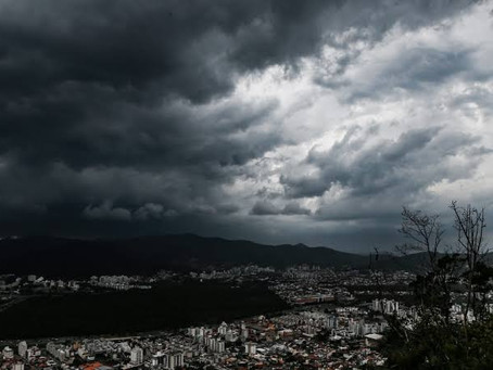 Vendaval causa estragos na região da Grande Florianópolis