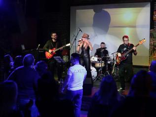 Концерт поп-рок группы «ДЖЕТЭ» покорил публику столичного клуба «Glastonberry»