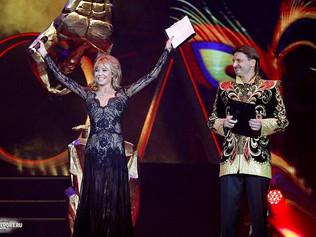 Алла Михеева стала соведущей Эдгарда Запашного на фестивале «Идол-2017»