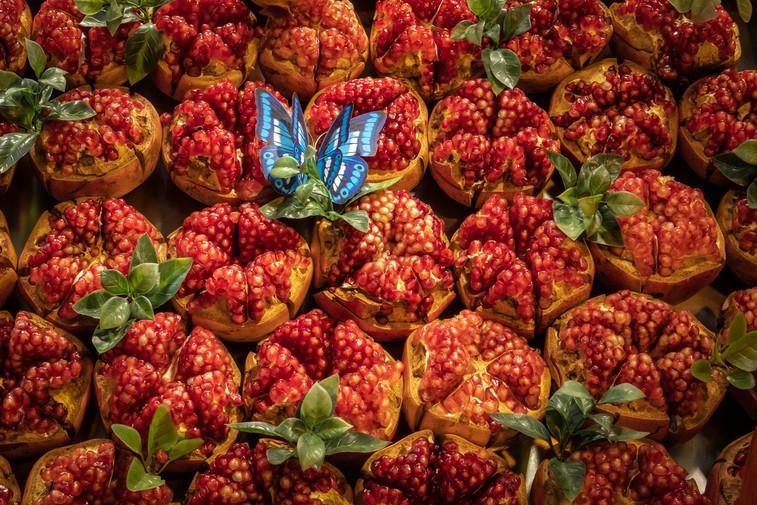 Pomengranate for sale at market