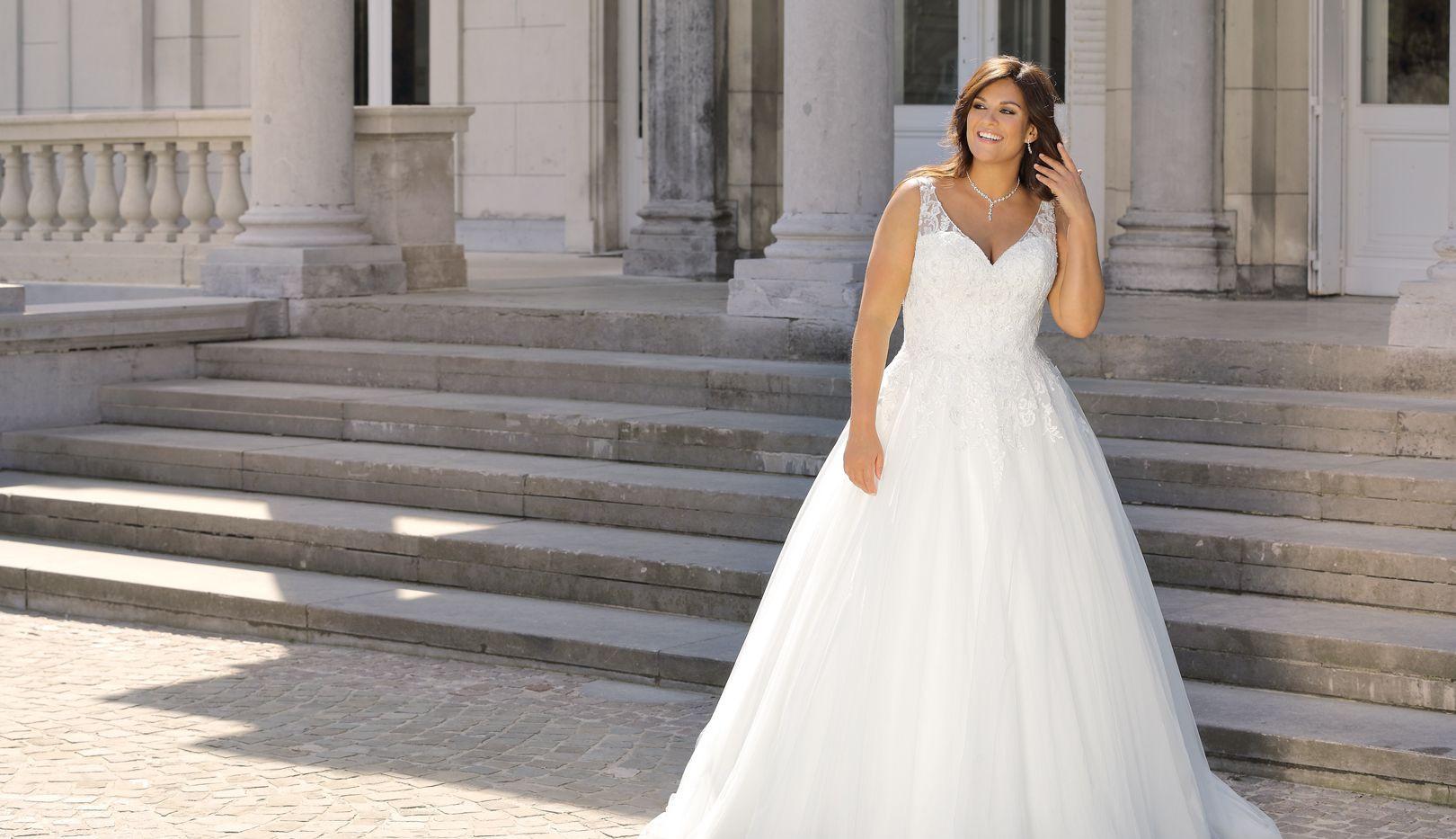 ls419075 ladybird plus size wedding dress.jpg