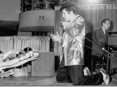 elvis with 72 in background.jpg
