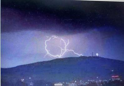 Q lightning 2.jpg