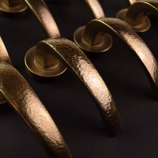Hammered metal bridge in burnished brass