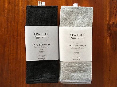 awaia anklewarmer wool: black & acrylic: gray pair set