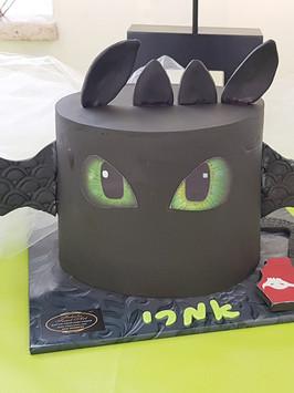 עוגה מעוצבת הדרקון הראשון שלי