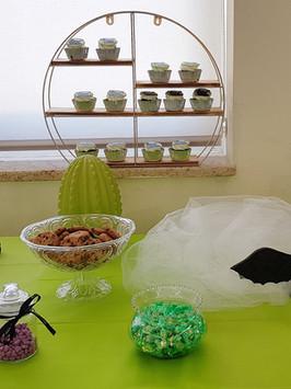 בר מתוקים עם עוגה מעוצבת