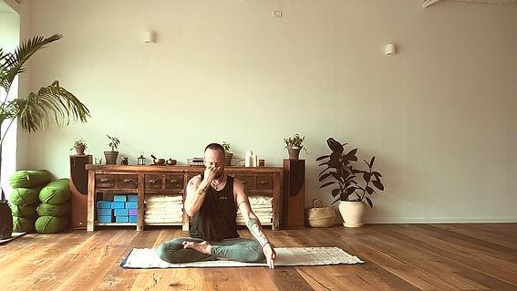 Nadhi Shodna - Sira yoga.jpg