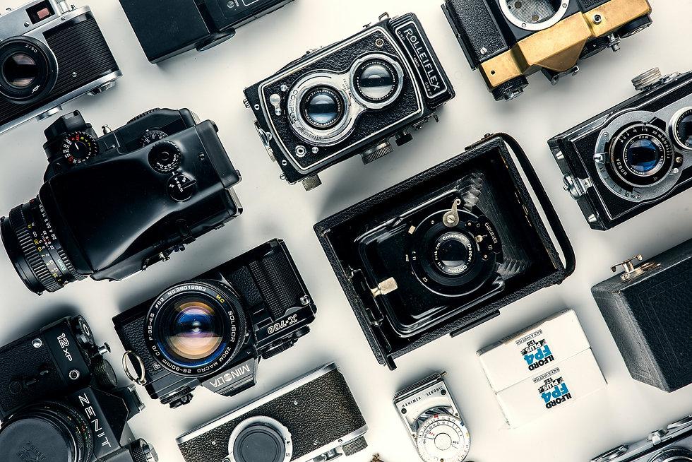 assorted-black-and-gray-cameras-1983038.